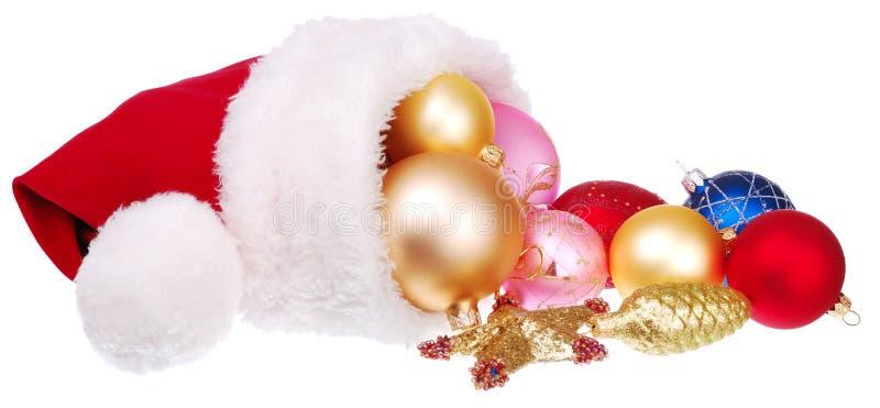 Sombrero de Santa y decoraciones de la Navidad imagen de archivo libre de regalías