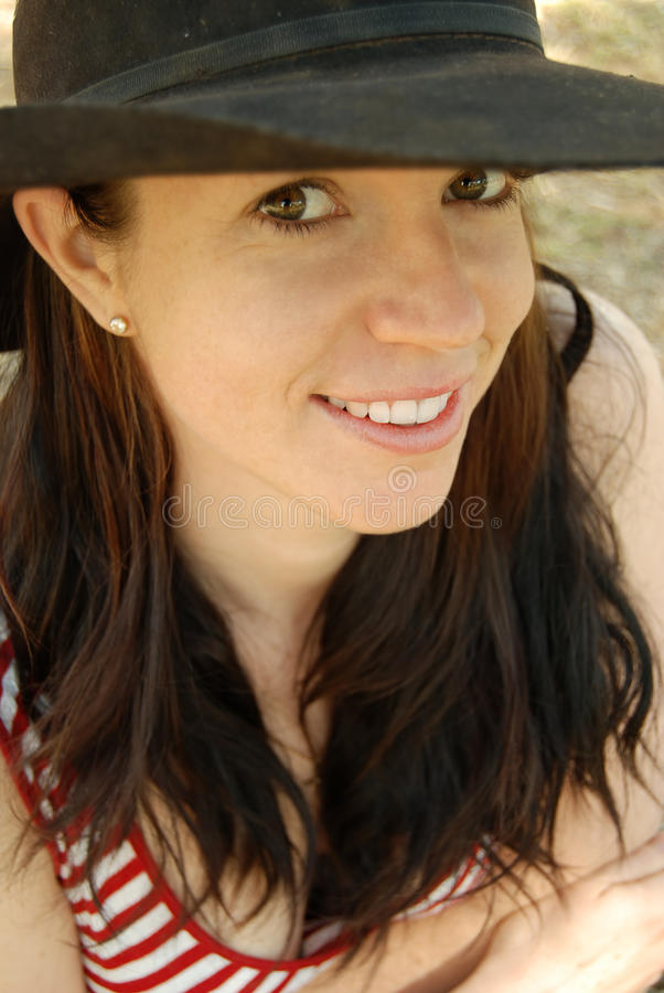Sombrero del país de la muchacha del país fotografía de archivo libre de regalías