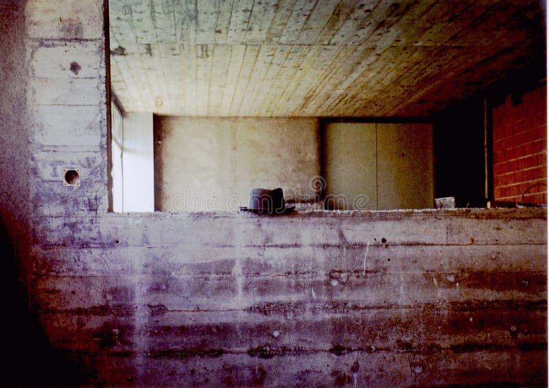 Sombrero en el muro de cemento foto de archivo