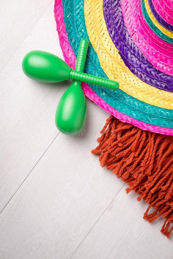 Sombrero messicano su fondo di legno fotografia stock
