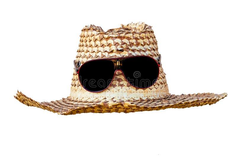 Sombrero y gafas de sol aislados en el fondo blanco imagen de archivo