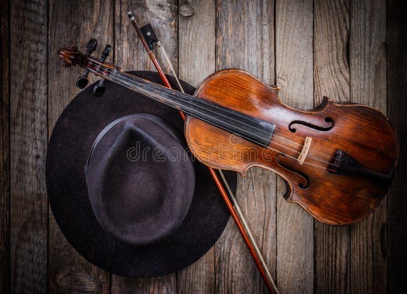 Sombrero y violín fotografía de archivo libre de regalías