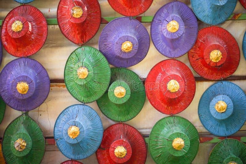 Sombreros hechos de la palma imagenes de archivo