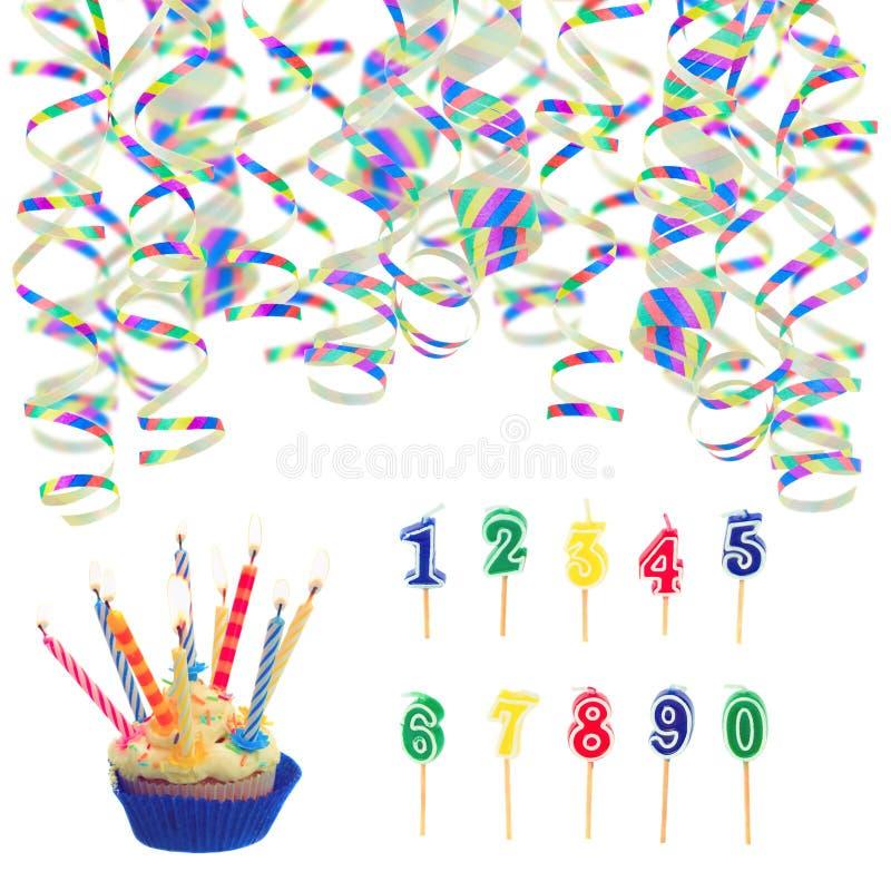 Sombreros y serpentina para la fiesta de cumpleaños foto de archivo