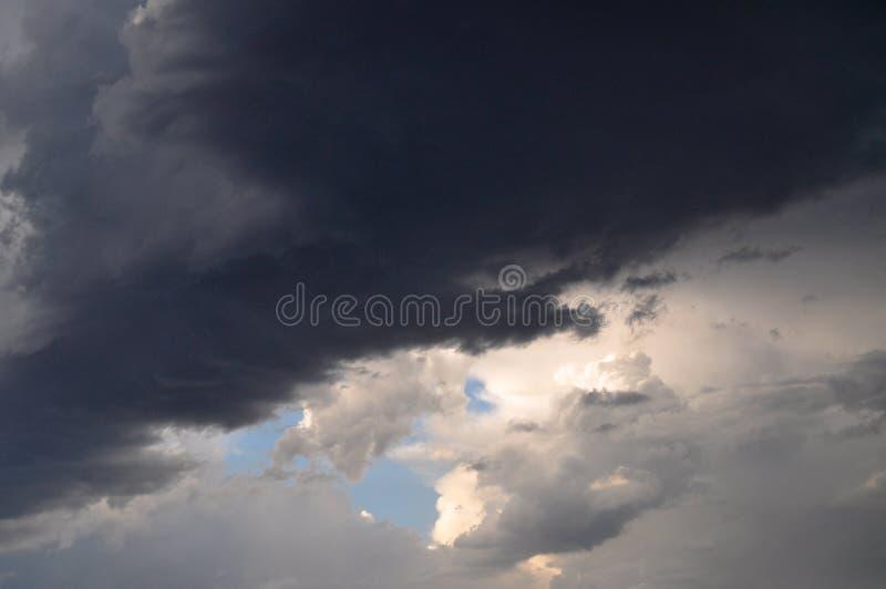 Sombrio nuvens imagens de stock royalty free
