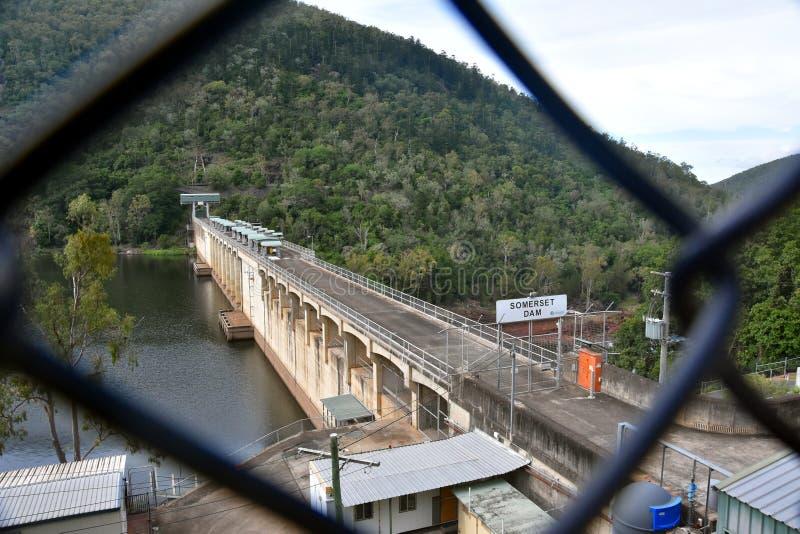 Somerset Dam é uma represa concreta maciça da gravidade imagens de stock royalty free