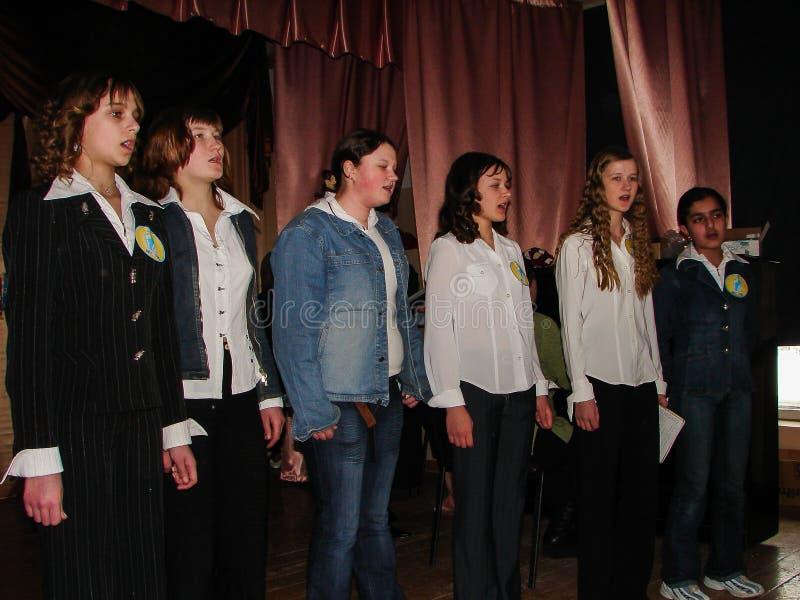 Someta a interrogatorio el cerebro-anillo en una escuela rural en la región de Kaluga en Rusia fotos de archivo libres de regalías