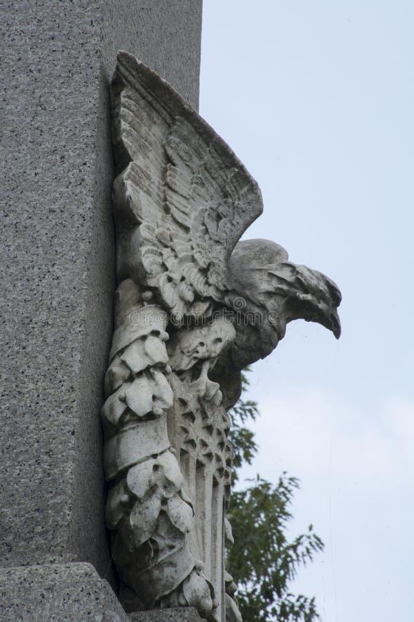 Somiglianza di Eagle su un monumento fotografia stock