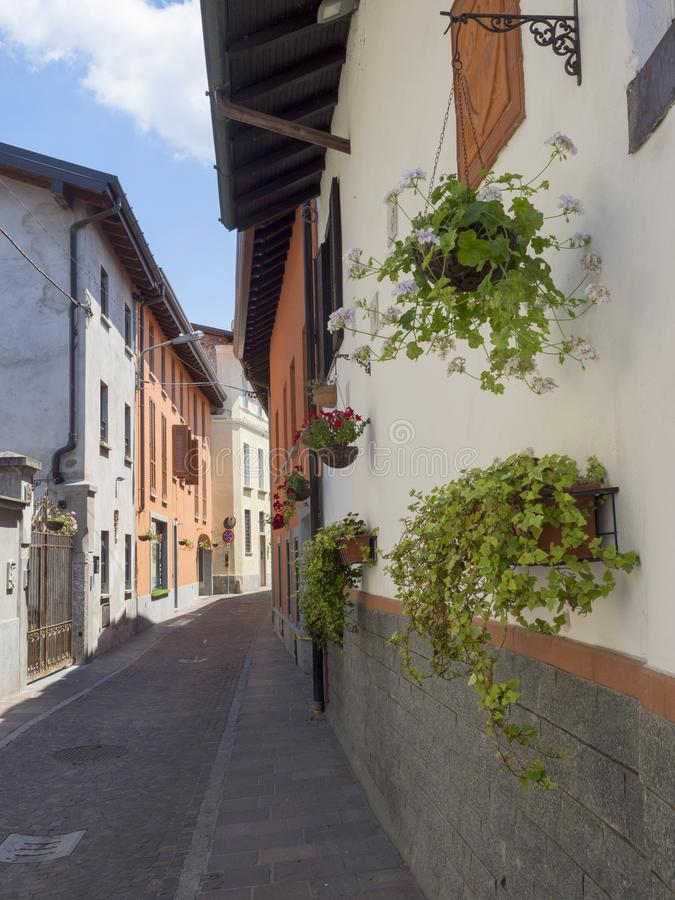 Somma Lombardo, Varese, Włochy: stara ulica fotografia stock