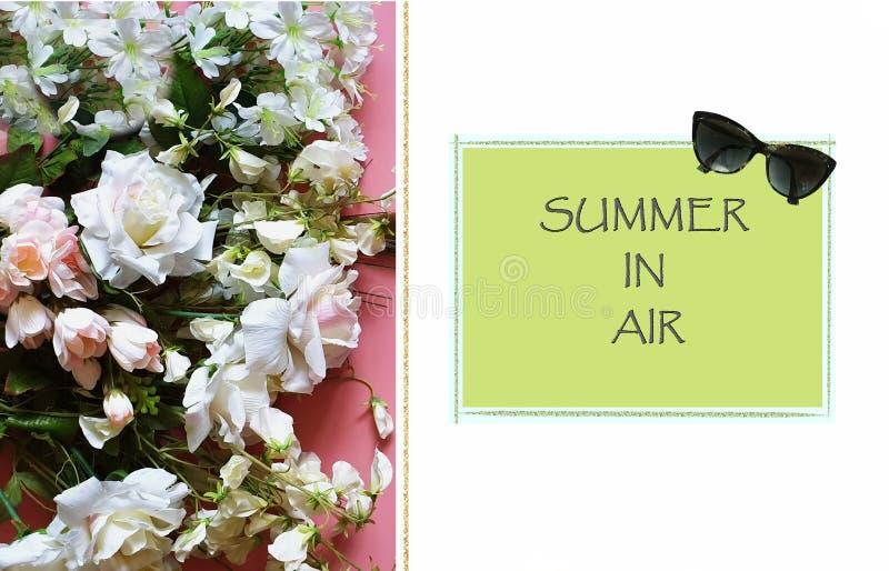Sommar citerar Sunglass den härliga blommabuketten av vita rosor och lösa blommor på rosa lquotes för utrymmen för en bakgru vektor illustrationer