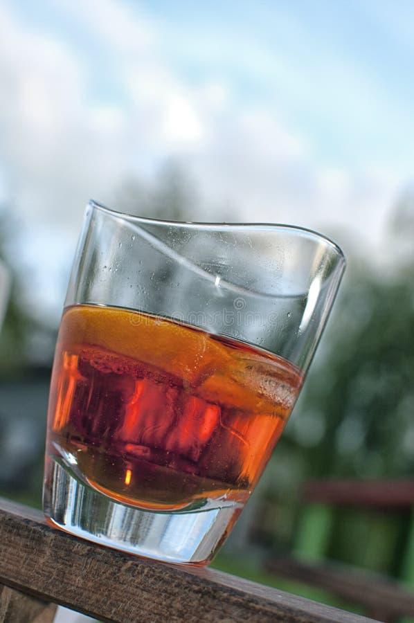 sommar för red för starksprit för alkoholcoctaildrinkk arkivbild