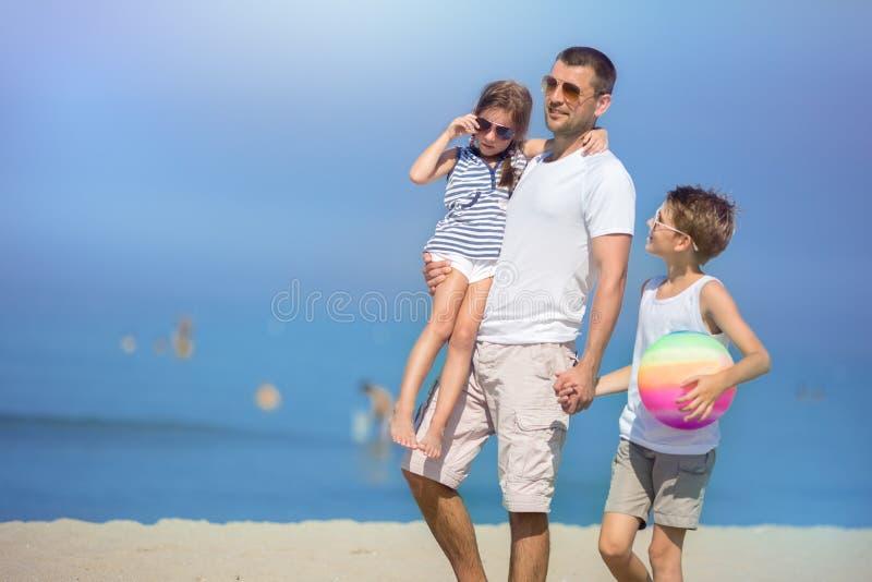 Sommar familjbegrepp royaltyfri bild