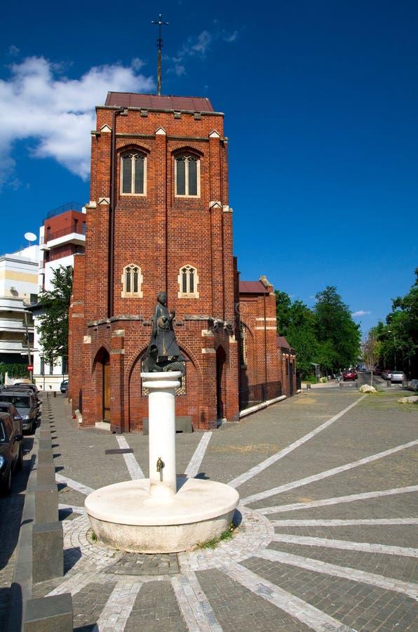 Sommar i Bucharest - Anglicankyrkan royaltyfri bild