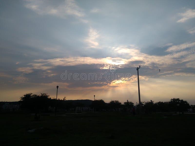 Sommar i den härliga himlen royaltyfri bild