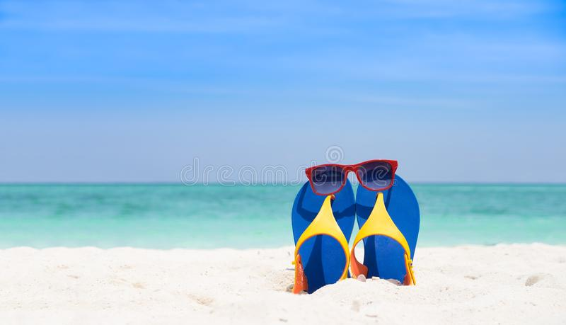 Sommar- och strandsemesterbakgrundsbegrepp arkivfoton
