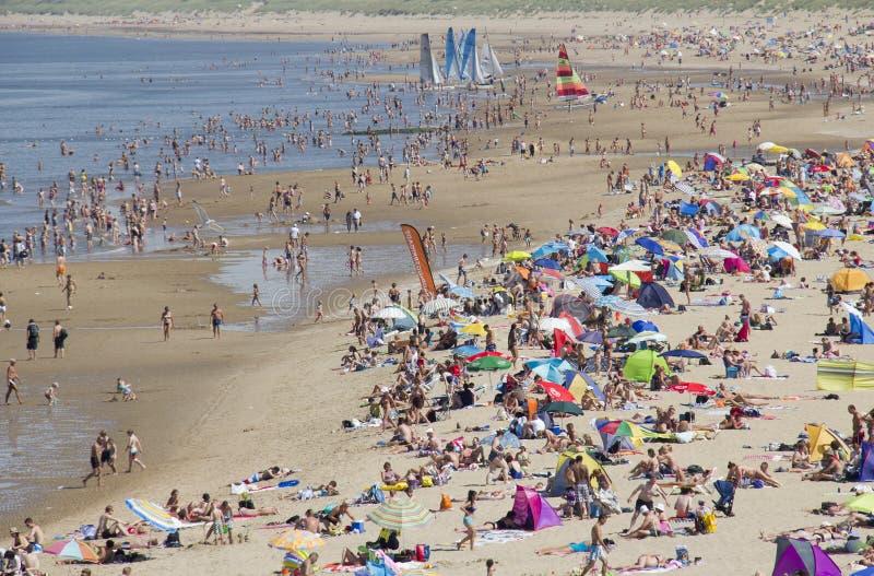 Download Sommar på stranden redaktionell arkivbild. Bild av vatten - 27288722