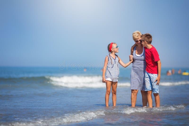 Sommar semester, familjbegrepp royaltyfria foton