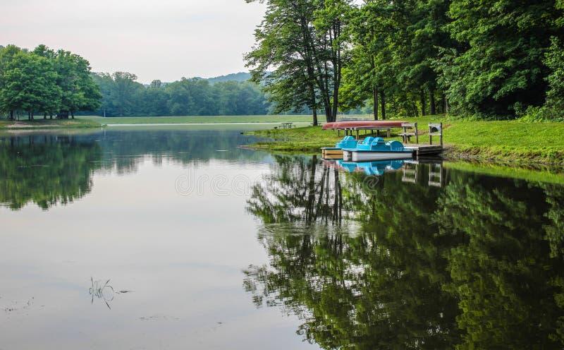 Sommar sjö på Ohio delstatsparkar royaltyfri fotografi