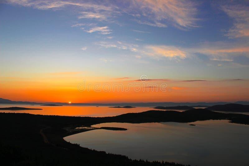 Sommar Tid för Turkiet, orange solnedgång över havet, moln royaltyfri foto