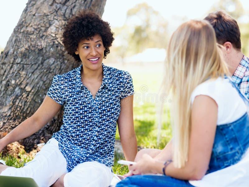 Sommar-, utbildnings-, universitetsområde- och studentbegrepp royaltyfri foto