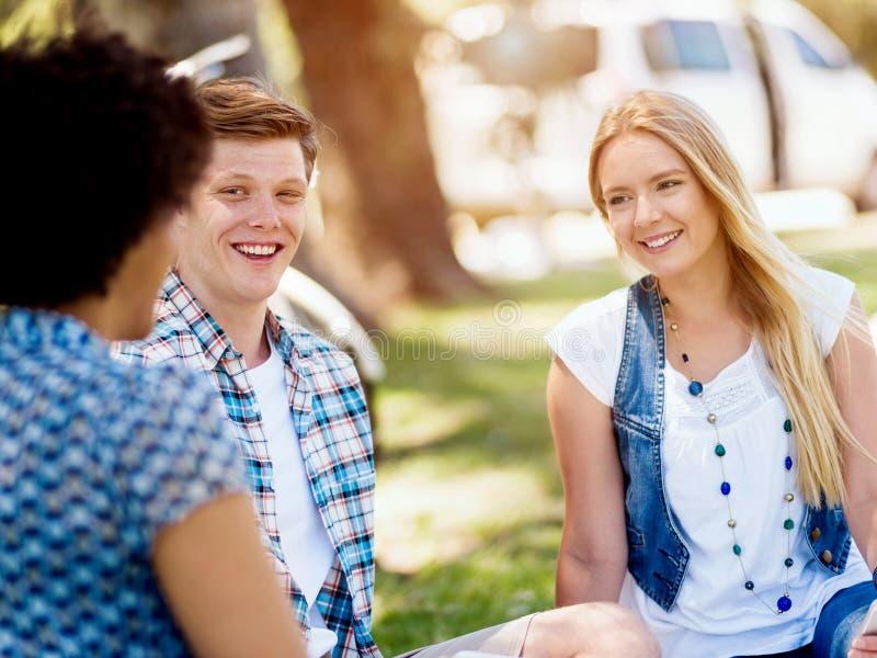 Sommar-, utbildnings-, universitetsområde- och studentbegrepp royaltyfri fotografi