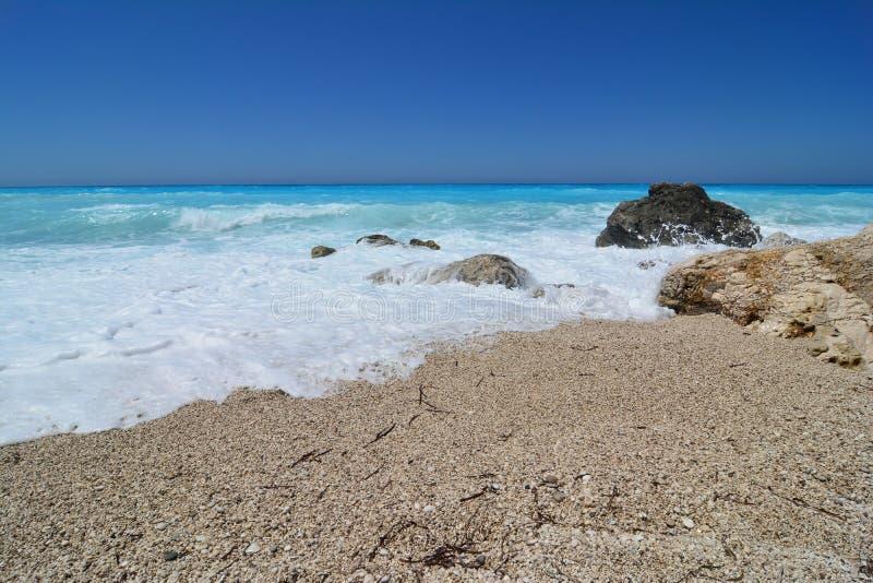 Sommarbegrepp, blåsig sommardag på den Kathisma stranden, Lefkada arkivbild