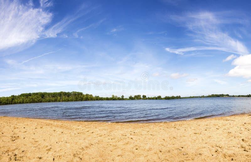 Sommardag på sjön arkivfoto