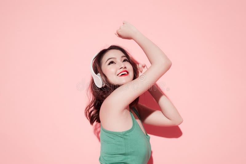 Sommardam Sexig härlig asiatisk flicka med yrkesmässig makeup royaltyfri bild