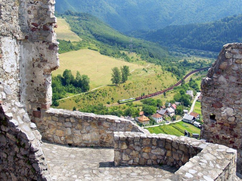 Sommaren beskådar från slott av Strecno arkivbild