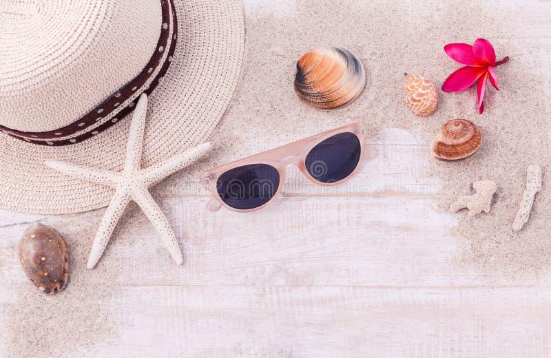 Sommarinställning - upp på träpanel fotografering för bildbyråer