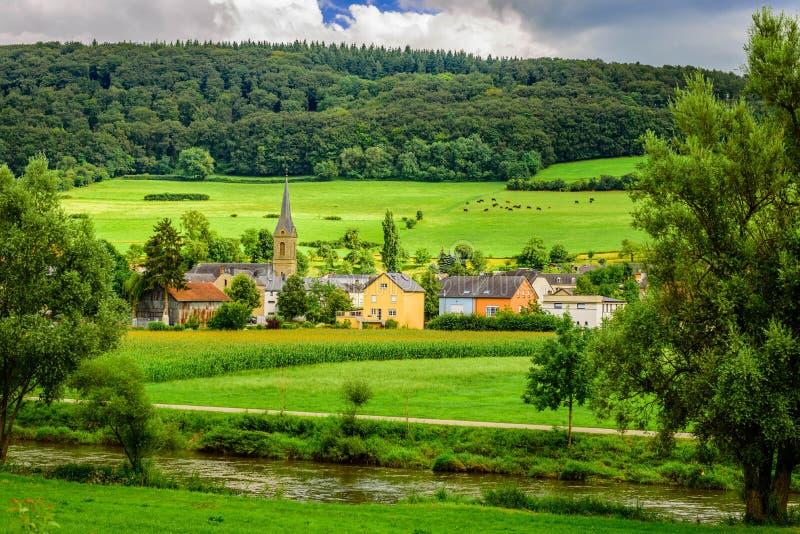 Sommarlandskap nära Diekirch, Luxembourg arkivfoton