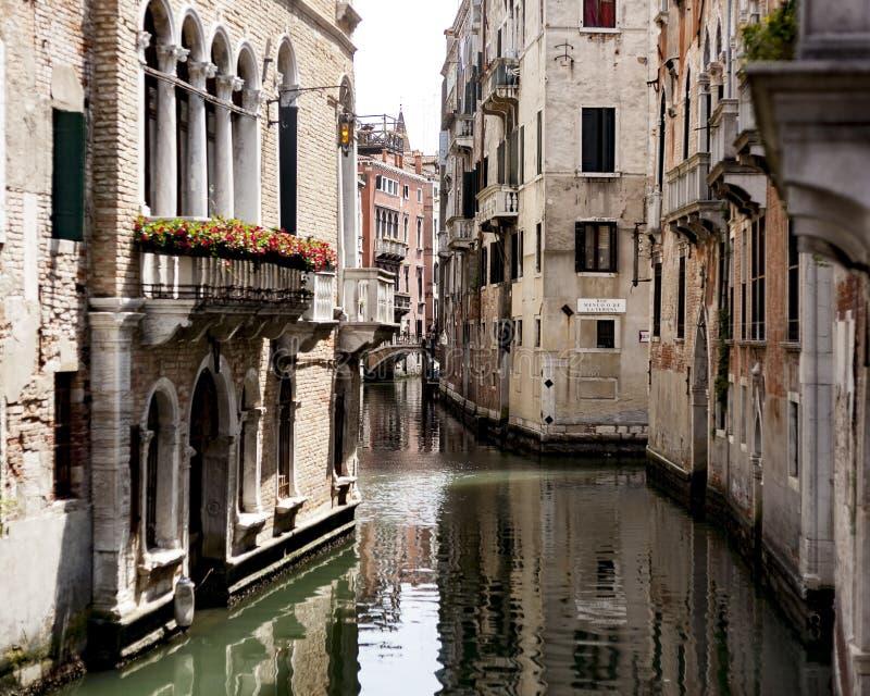 Sommarsight, Venedig kanaler, Venedig, Italien royaltyfria foton