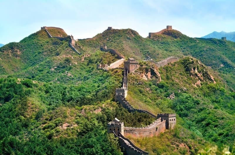 Sommarsikt på den stora väggen Kina arkivbild
