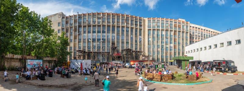 Sommarsikten av det ber?mda alternativa st?llet kallade Pesochnica i Minsk, Vitryssland arkivbilder