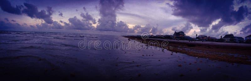 Sommarsolnedgång över den Galveston ön royaltyfria foton