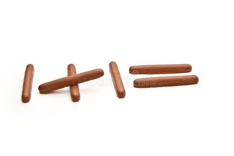 Somme effectuée à partir des doigts de chocolat images stock