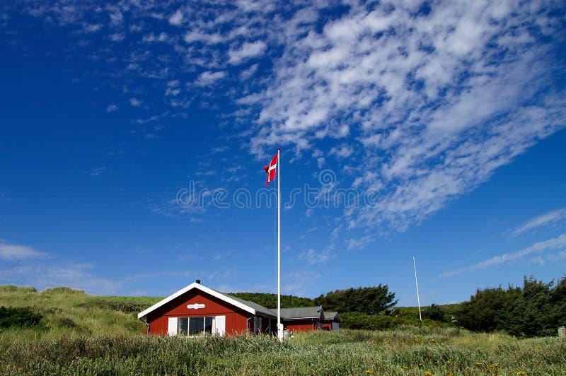 Sommehus met hemel royalty-vrije stock afbeeldingen