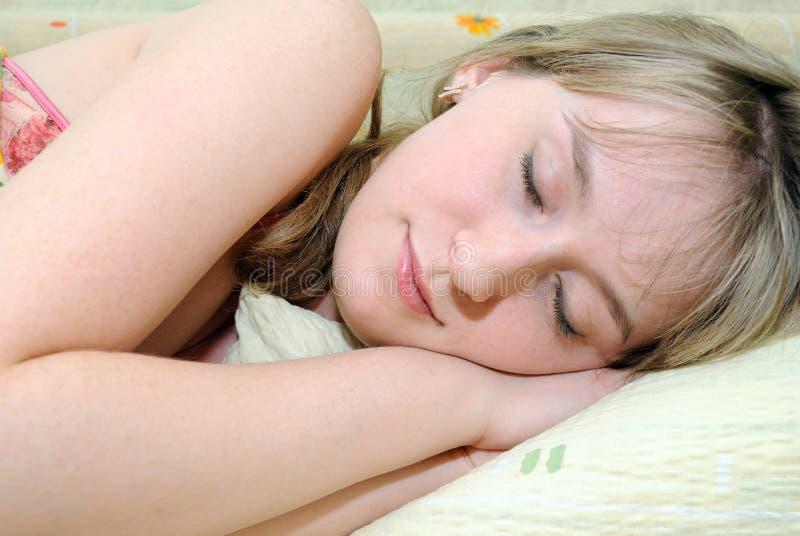sommeils de fille photo libre de droits