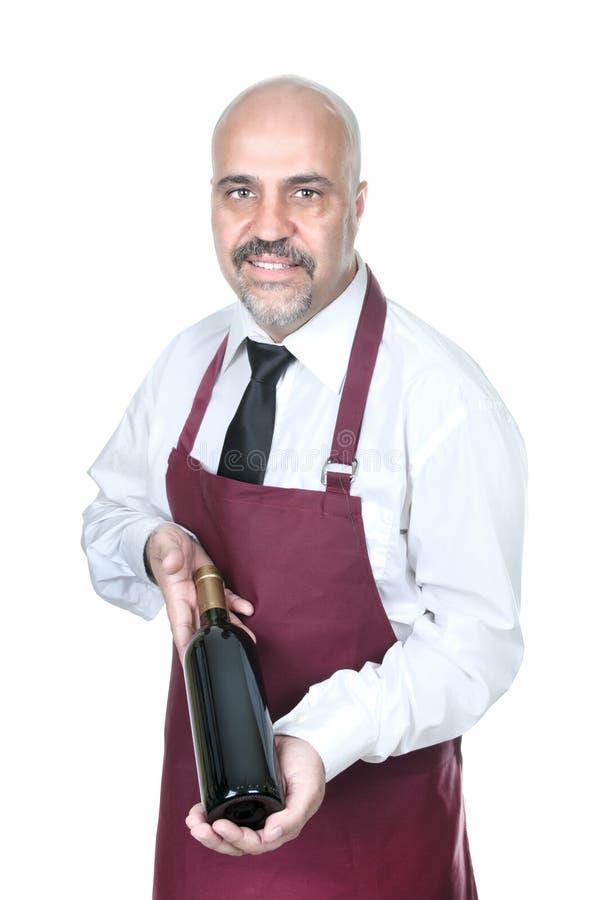 Sommelier Waiter com a garrafa do vinho tinto fotos de stock royalty free