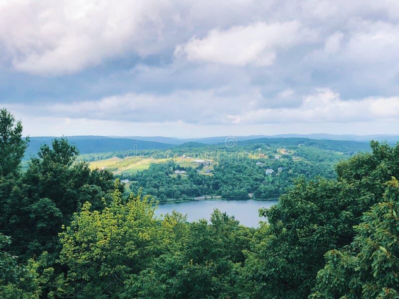 Sommer-Ansichten von Berg-Tom State Park-Turm stockfoto