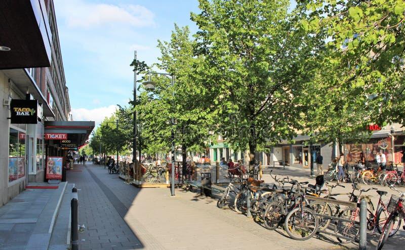Sommer auf Storgatan in Luleå lizenzfreies stockfoto