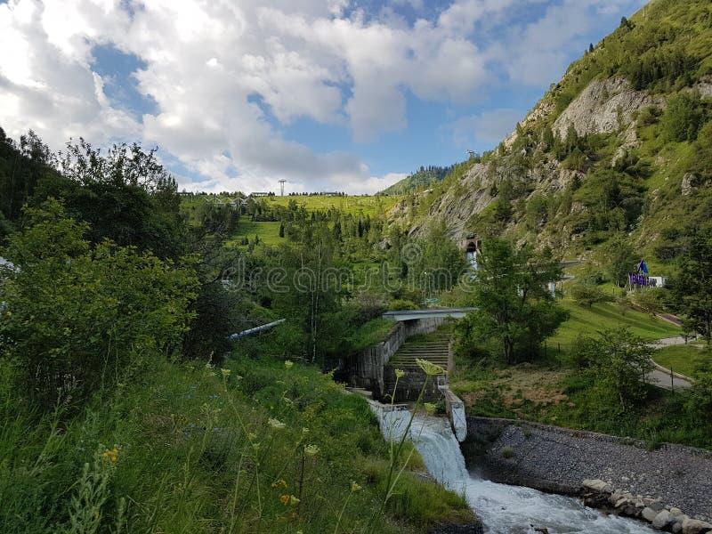 Sommer in den Bergen lizenzfreies stockfoto