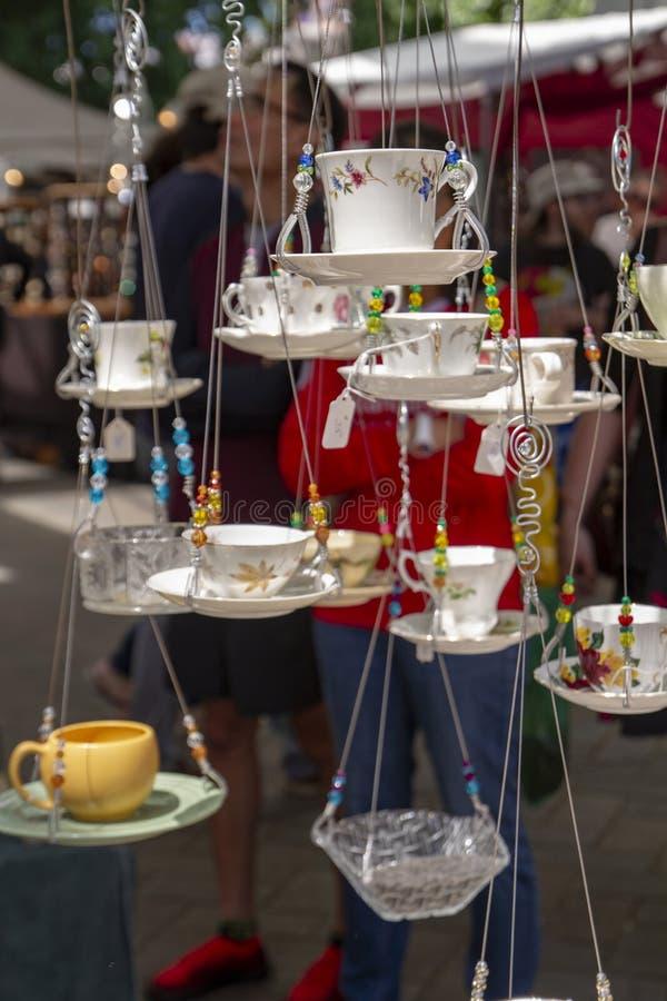 Sommer-Handwerks-Show-hängende Schalen stockbilder