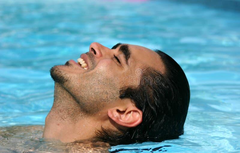 Sommer im Pool lizenzfreies stockbild