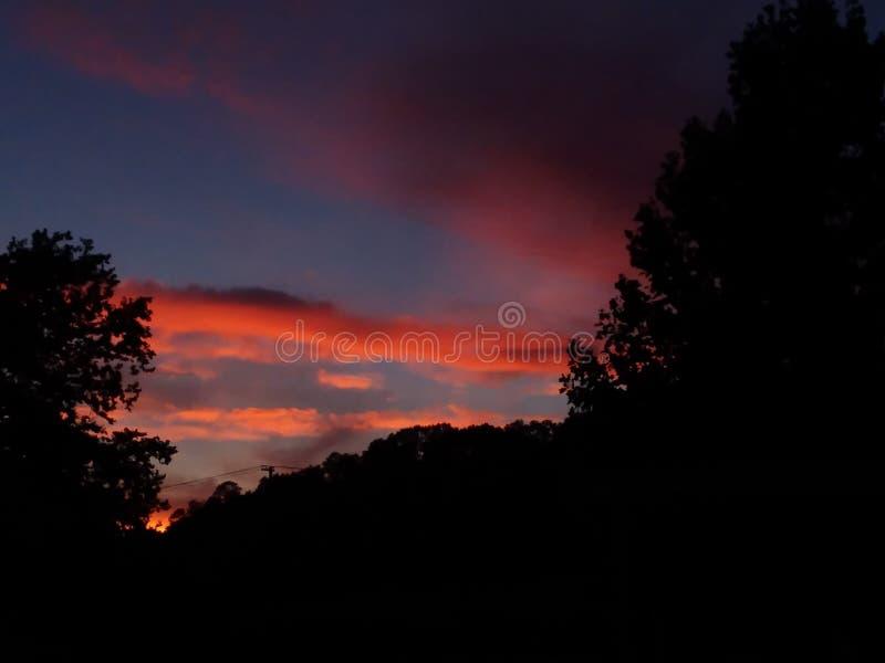 Sommer-Land-Sonnenuntergang stockbild