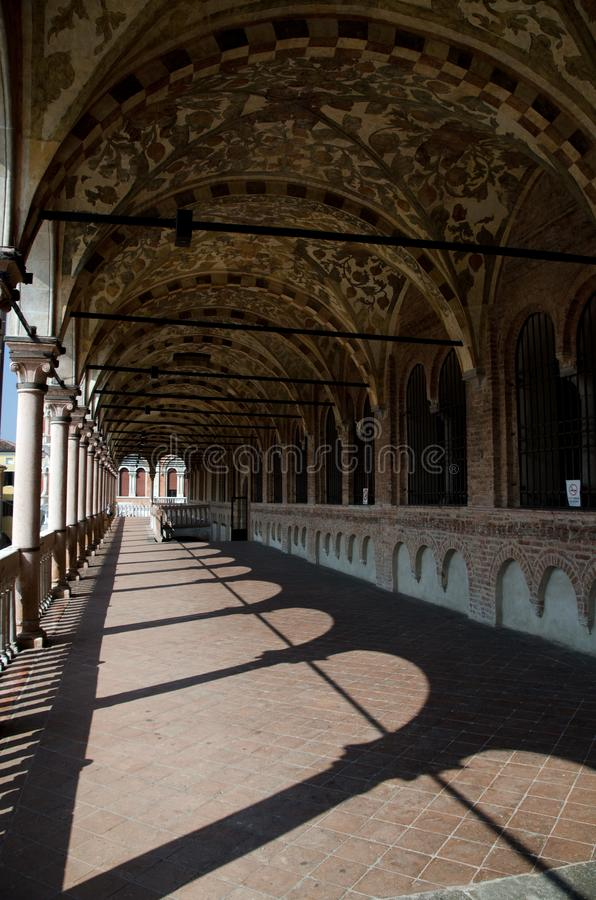 Sommer-Schatten in der oberen Galerie von Ragione-Palast, Padua lizenzfreie stockbilder