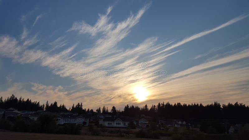 Sommer-Sonnenuntergänge lizenzfreie stockfotografie