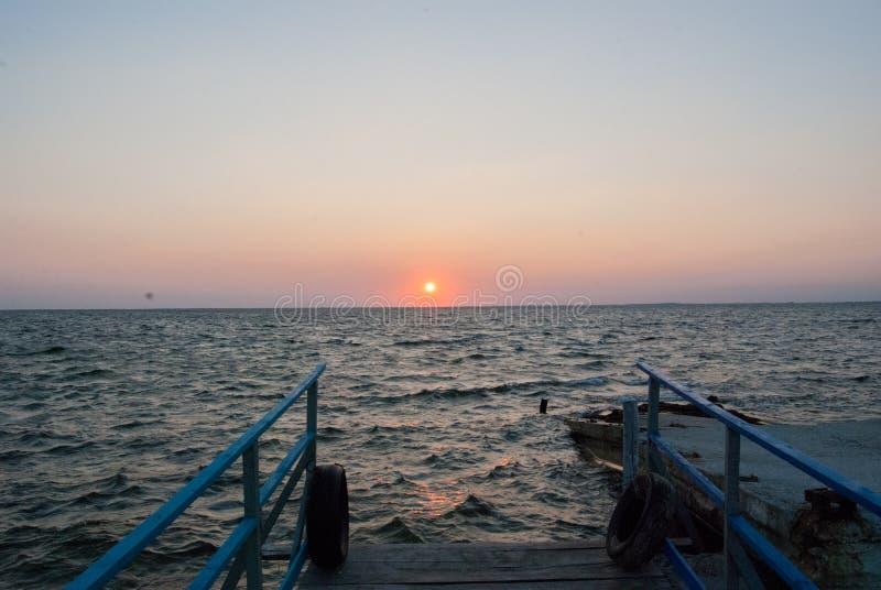 Sommer-Sonnenuntergang 2016 in dem Meer stockfotografie