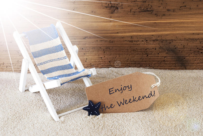 Sommer Sunny Label And Text Enjoy das Wochenende lizenzfreies stockbild