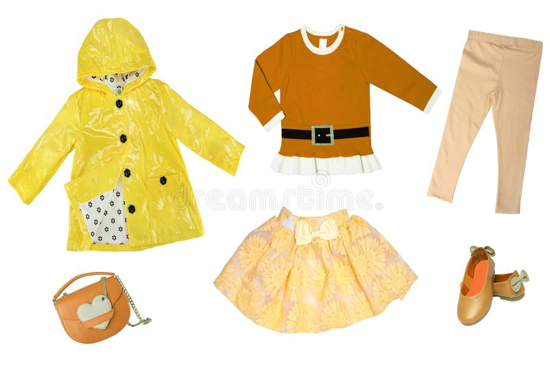 Sommerart und weise Collagensatz Babykindermädchenkleidung lokalisiert auf einem weißen Hintergrund T-Shirts, Röcke, Schuhe oder  stockbild